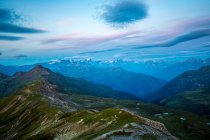 Senderismo a lo largo de la cresta, Rochers de Naye - foto de stock
