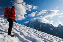 Mountaineer walking uphill — Stock Photo