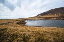 Paesaggio con la gamma delle montagne — Foto stock
