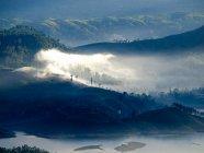 Landschaft mit Bergen anzeigen — Stockfoto