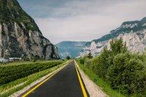 Road through rocky mountains — Stock Photo