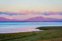 Пісня Куле озера, фіолетові захід сонця небо, Киргизстан — стокове фото