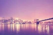 Brooklyn Bridge and Manhattan in sunset — Stock Photo