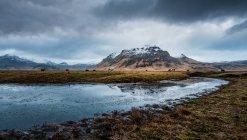 Озера, гори і хмарного неба — стокове фото