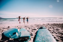 Happy group of friends cheerful at the beach — Stock Photo