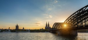 Cologne Cathedral and bridge over Rhine river in Cologne — Stock Photo