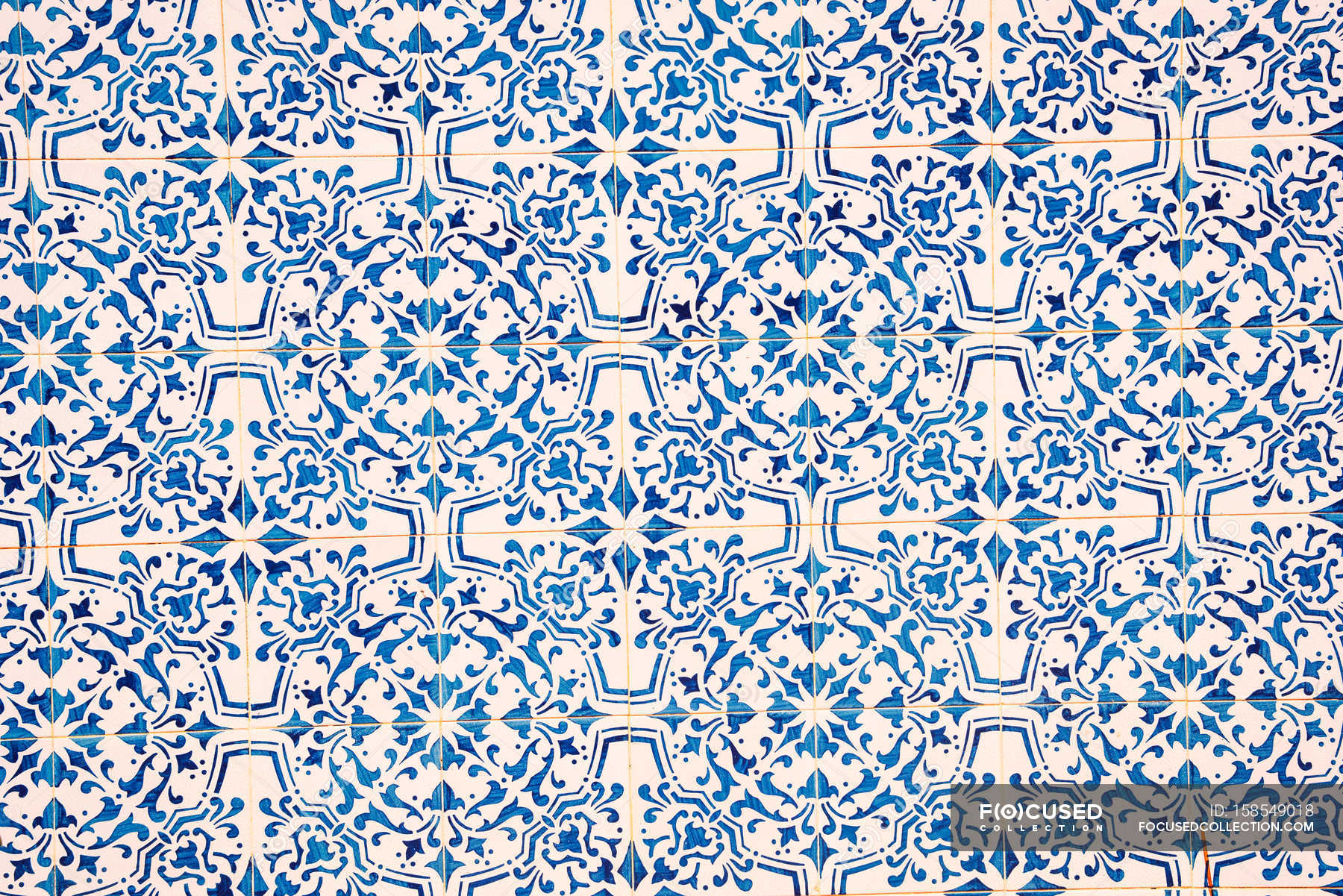 Blue and white ceramic tile pattern — Stock Photo | #158549018