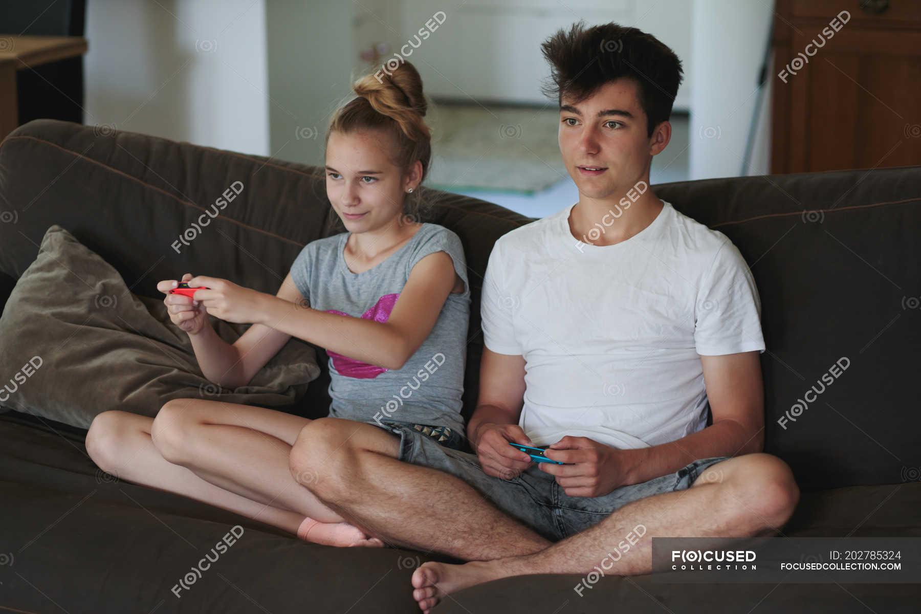 Сестра соблозняет брата, Сестра соблазнила своего брата - смотреть порно 17 фотография