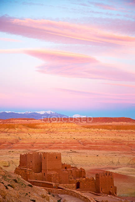 Ancient architecture in moroccan desert — Stock Photo