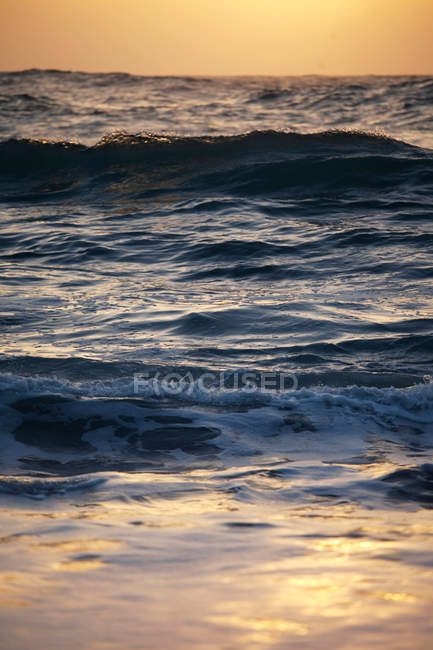 Seascape with breaking waves — Stock Photo