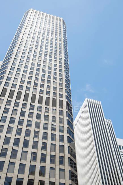 Ver os edifícios da parte inferior da arquitetura moderna — Fotografia de Stock