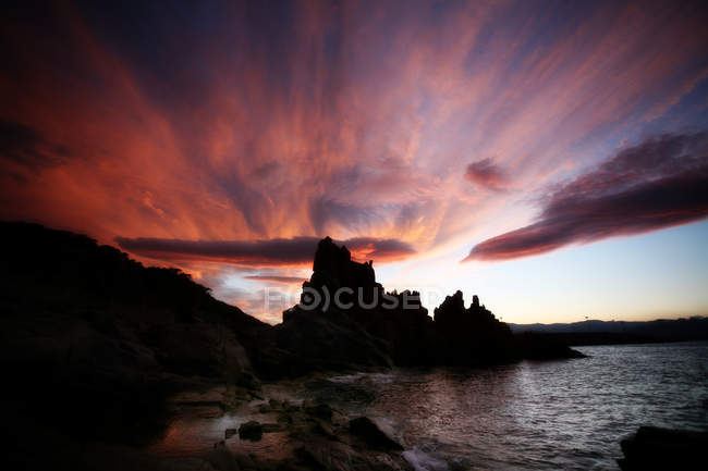 Seascape with rocky coastline — Stock Photo