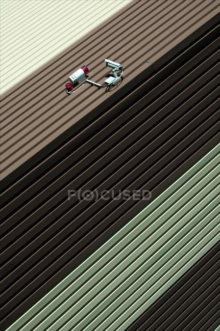 Частичный вид бетонной стены текстуры с камеры наблюдения, минималистичный концепции — стоковое фото