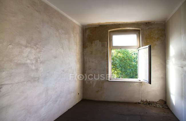 Leeren Raum und Fenster — Stockfoto