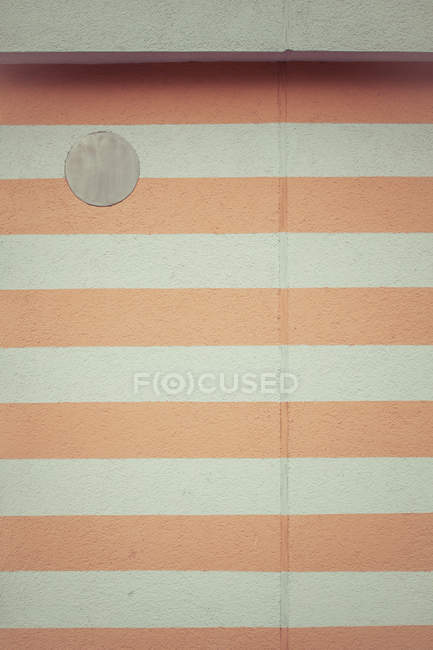 Abstract textured backdrop with striped wall — Stock Photo