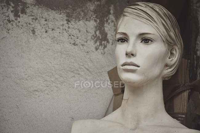 Closeup view of mannequin near white wall — Stock Photo