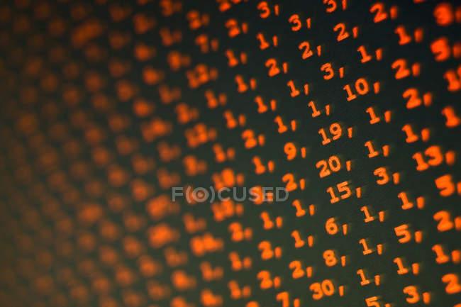Обрезанный вид фоном с числами — стоковое фото