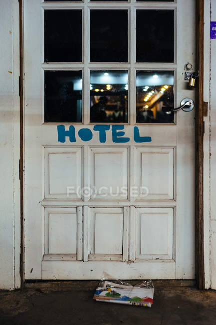 Daytime view of shabby hotel door and envelopes on floor — Stock Photo
