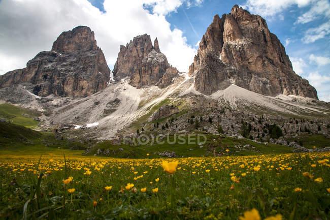 Dolomiten am sonnigen Tag, Alpen — Stockfoto