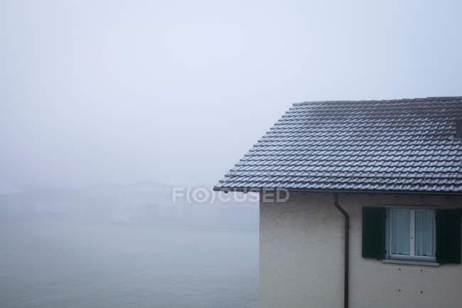 Вікно з будівництва житлових будинків — стокове фото