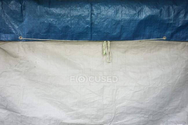 Синий белая обложка с петельками — стоковое фото