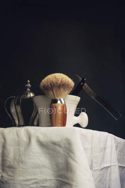 Shaving brush with blade and bowl of foam — Stock Photo