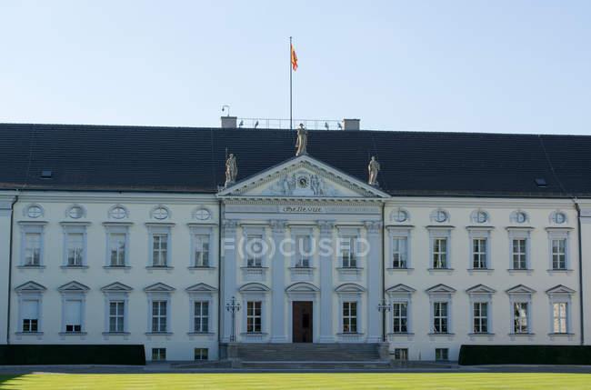 Regierungsgebäude, das Schloss Bellevue, Tiergarten Bezirk, Berlin, Deutschland — Stockfoto