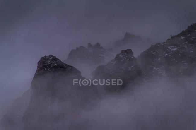 Beautiful mountains scenery in fog — Stock Photo