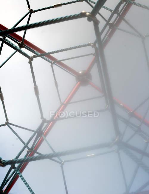Денного зору скелелазіння об'єкті мотузки в туман — стокове фото