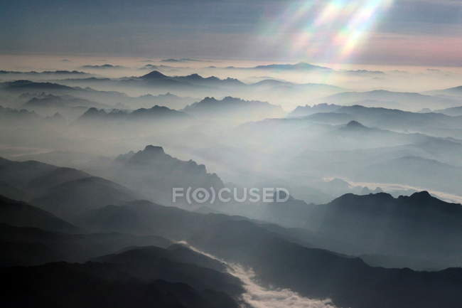 Mountains covered with clouds — Stock Photo