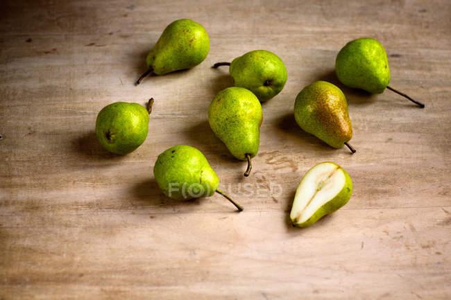 Dulces peras maduras cogidas - foto de stock