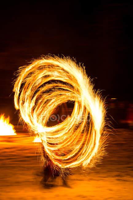 Bewegung Blick des Künstlers bei Feuershow — Stockfoto