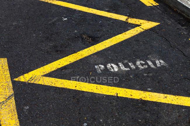 Signer sur route rue urbain — Photo de stock