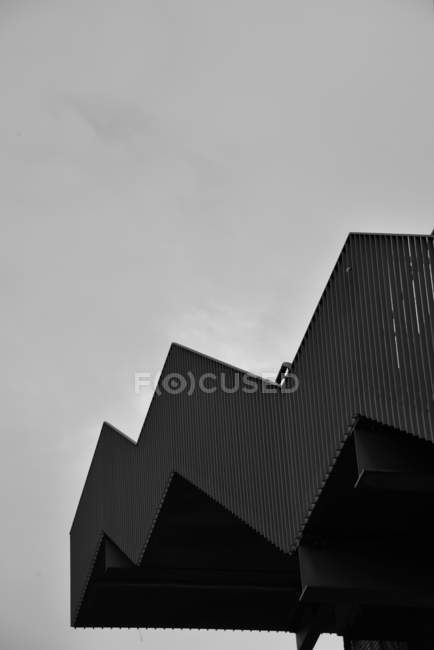 Façade de bâtiment d'architecture avec des escaliers — Photo de stock