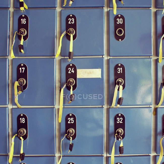 Крупным планом вид контейнеров с числами — стоковое фото