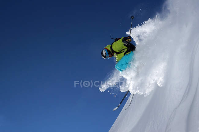 Skier riding down the slope — Stock Photo