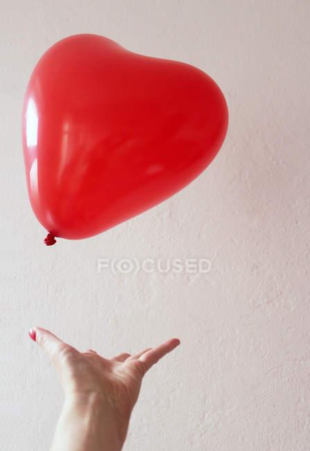 Red heart shaped baloon — Stock Photo