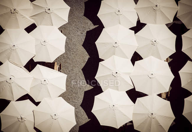 Elevated view of beach umbrellas and chairs with one broken — Stock Photo
