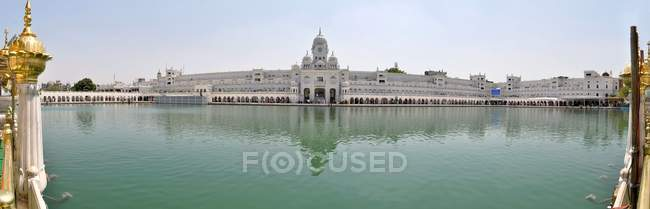 Sikh Golden Temple mit Teich — Stockfoto