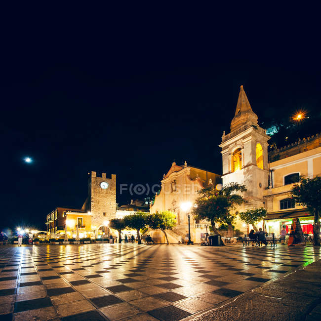 Old town, architecture city buildings at night, Taormina, Italy, Sicily — Stock Photo