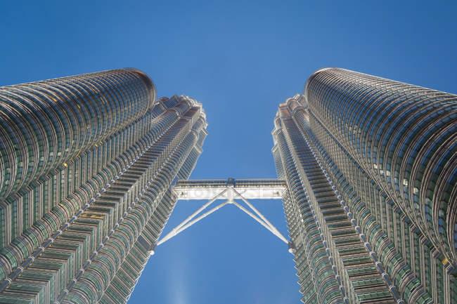 Torres de gran altura de la arquitectura moderna, Kuala Lumpur, Malasia - foto de stock
