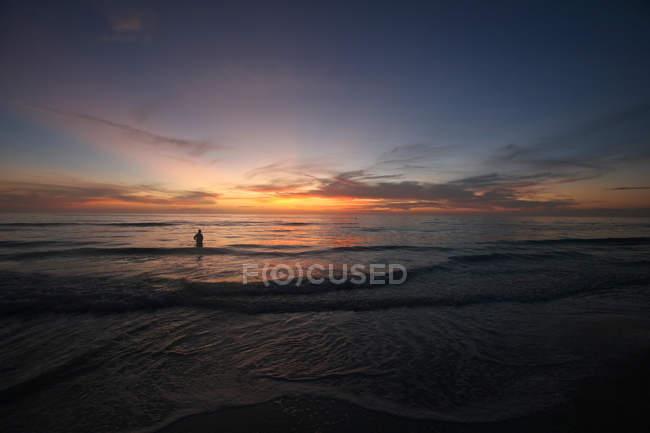 Sunset at the ocean coast — Stock Photo