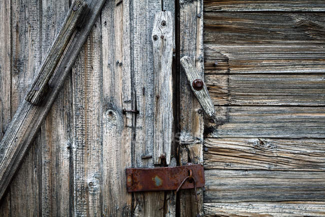 Close-up view of shabby barn door — Stock Photo