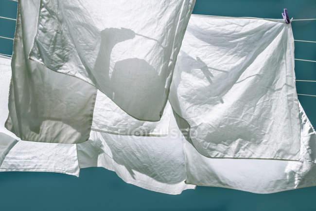 Білизна мотузка з сушіння одягу нижній подання — стокове фото