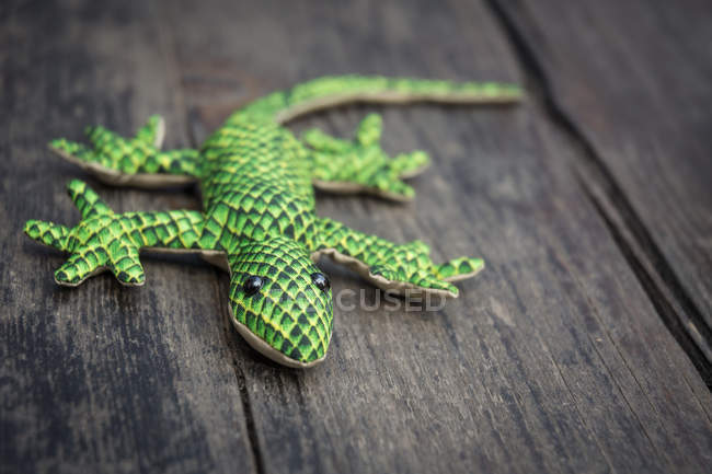 Gecko toy on the wooden surface — Stock Photo