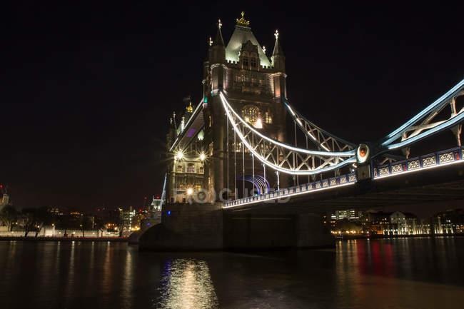 Struttura a ponte Torre di notte, Londra, Inghilterra — Foto stock