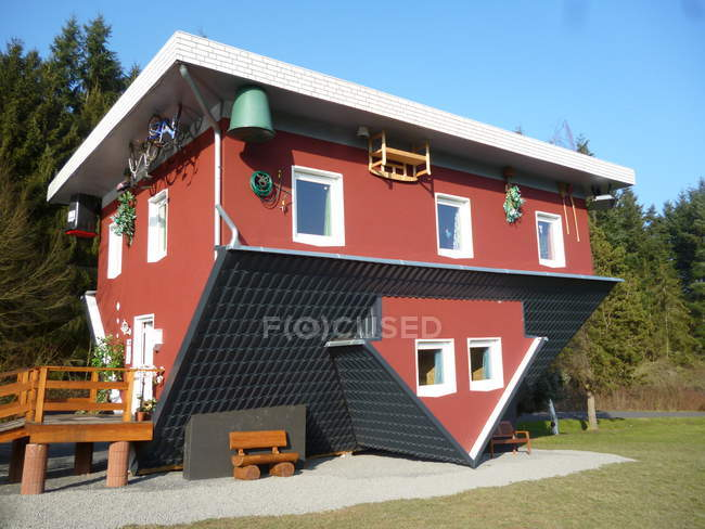 Unusual upside down apartment building in city residential area — Stock Photo