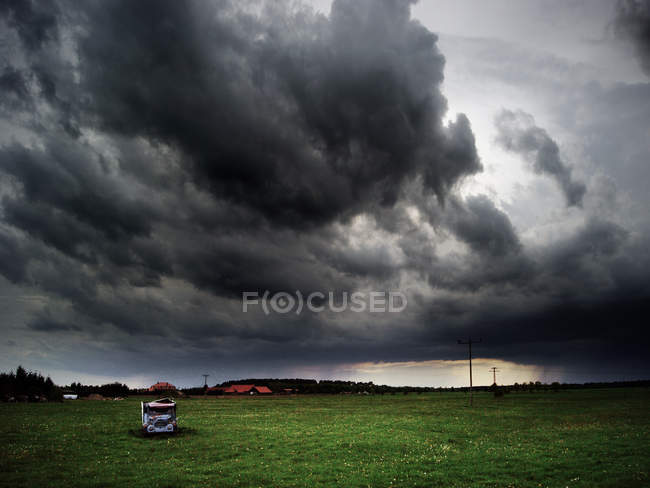 Bad weather with storm clouds in countryside — Stock Photo