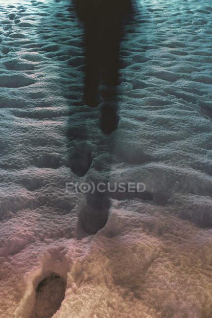 Bewegung-Sicht der Person, die nachts im Schnee — Stockfoto