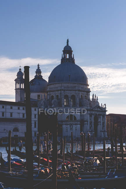 Scenic view of church and boats in Venice, Italy — Stock Photo